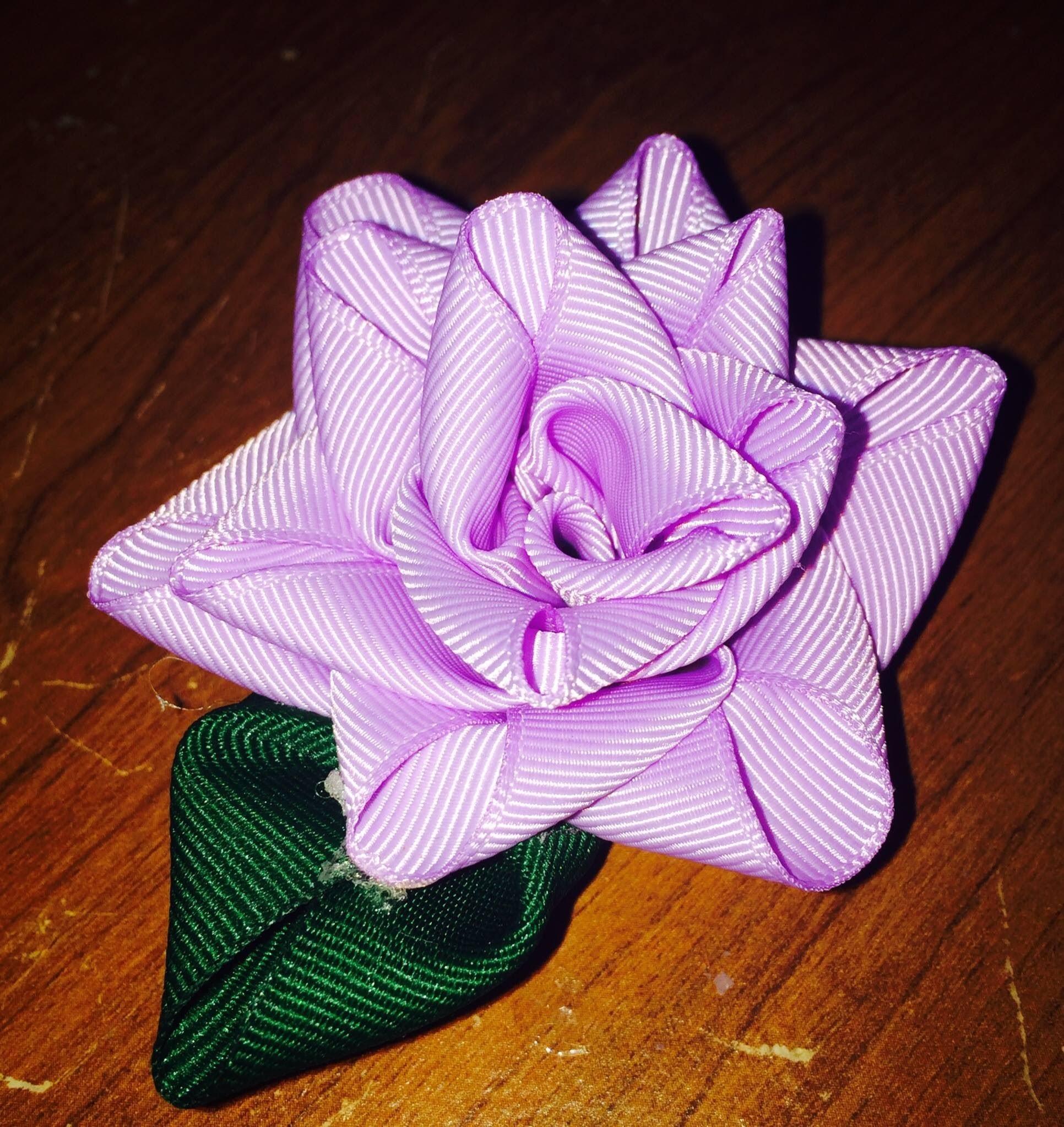DIY: Flor hecha en cintas