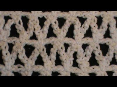 Triangulitos a crochet con medios puntos y cadenas.
