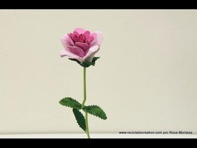 Cómo hacer una rosa con hueveras de cartón y una percha de la ropa