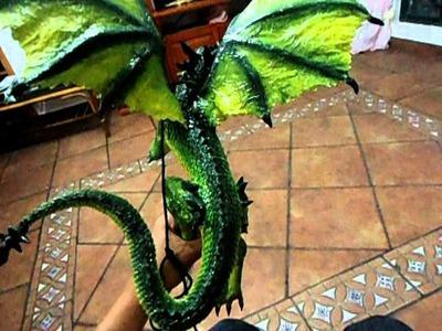 Dragon de papel mache verde
