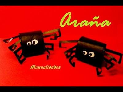 Manualidades. Arañas, decoración para Halloween, con rollo de papel higiénico