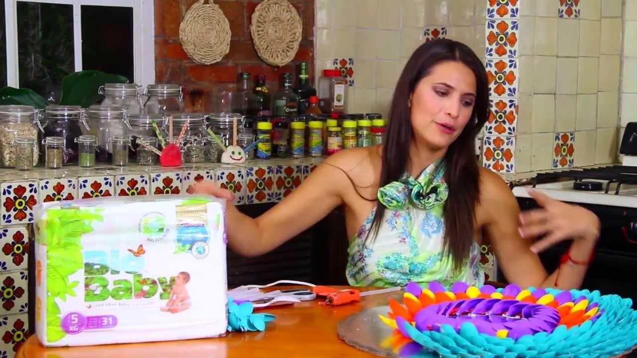 Marco para espejo con cucharas de plastico de colores