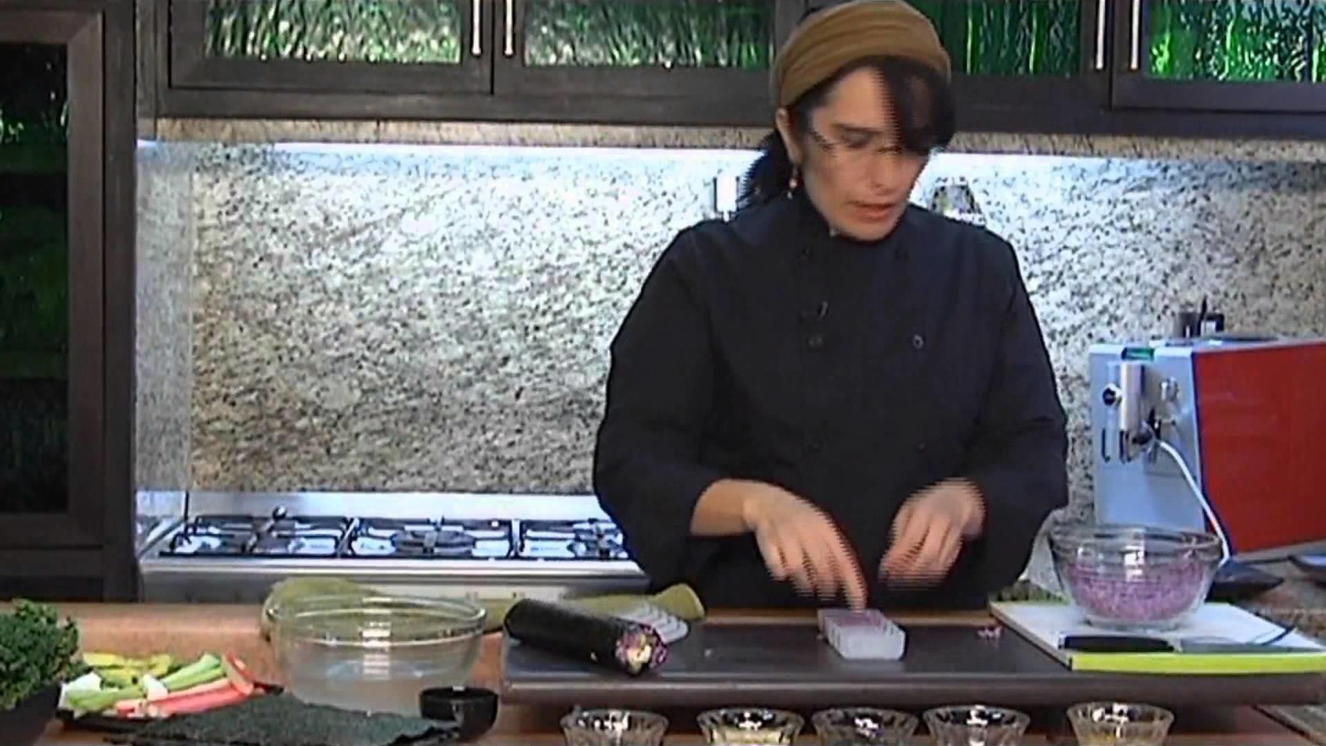 Chef Fabiola Picazo demuestra como elaborar sushi artístico