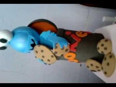 Fofucho monstruo come galletas de plaza sesamo