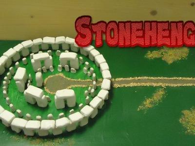 Crómlech de Stonehenge. Maqueta de un monumento megalítico. Trabajo manual para niños.