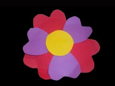 Cómo hacer una tarjeta de flor con petalos de corazones