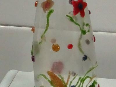 Florero con botella de plástico