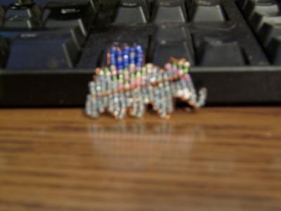 Cómo hacer un elefante pequeño con chaquiras 2 de 3.