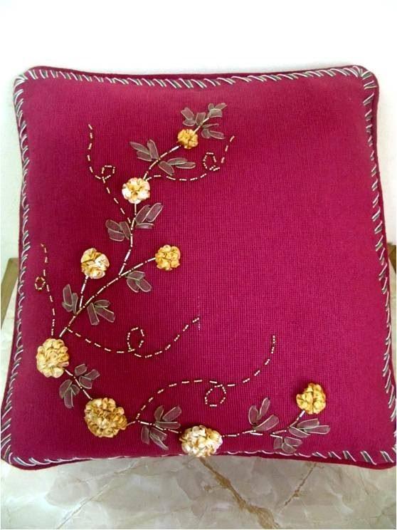 Bordados con cintas cojín con flores dalias