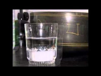 Vaso con agua y sal