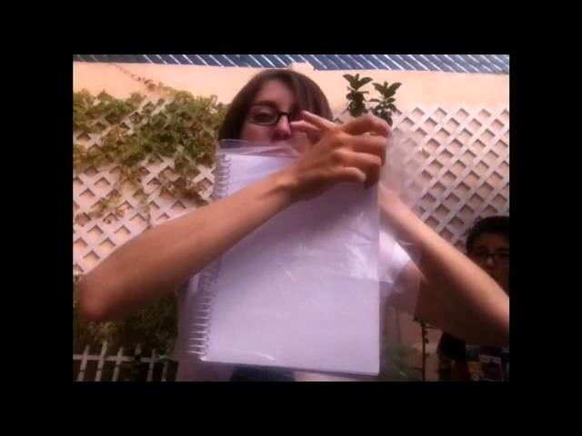 Forra Un Libro Con Una Bolsa De Plástico