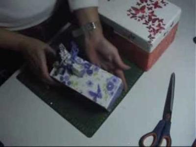 Caja decorada con craquelado y decopage
