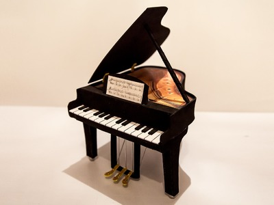 PIANO HECHO CON GOMA EVA