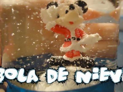 Bola de nieve. Juguete navideño. Trabajo manual para niños