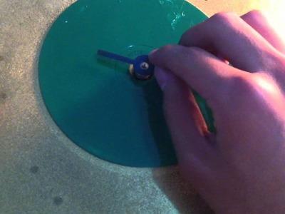 Manualidades con CD reciclados - un reloj