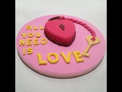 Recetas para San Valentín: Tarta corazón decorada con fondant paso a paso.