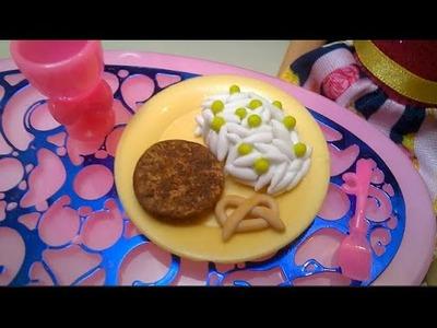Comida para MUÑECAS Arroz con Hamburguesa