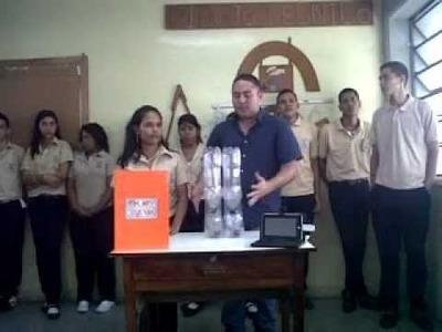 Elaboración de muebles con botellas plásticas pet por los estudiantes del Cecilio Acosta