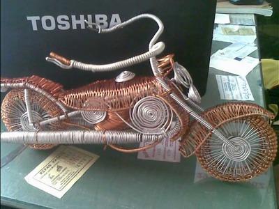 Arte en alambre de cobre y materiales reciclables