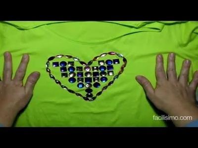 Customiza tu camiseta con corazón de abalorios DIY | facilisimo.com