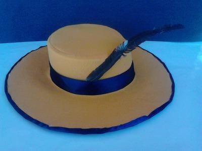 Sombrero amarillo de fieltro y carton