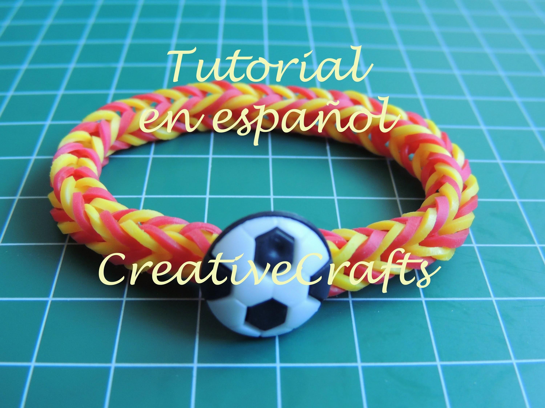 Como hacer una pulsera de españa con cierre botón de balón  con gomitas. Rainbow Loom