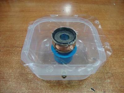 Cómo hacer un ALTAVOZ con un tupper, un imán y una bobina. #TupperElectronica