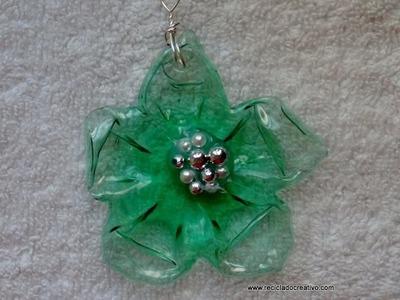 Cómo hacer una flor con una botella pet de color verde con la ayuda de una plancha de ropa