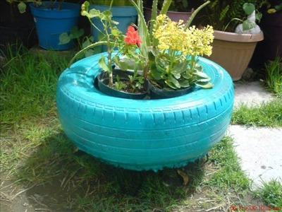 Muebles y masetas ecologicas fabricadas con llantas de desecho.