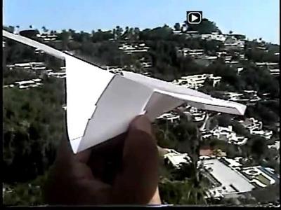 ***Avion De Papel - Fantastico Vuelo De Avion De Papel Planeando Cerca De La Quebrada***