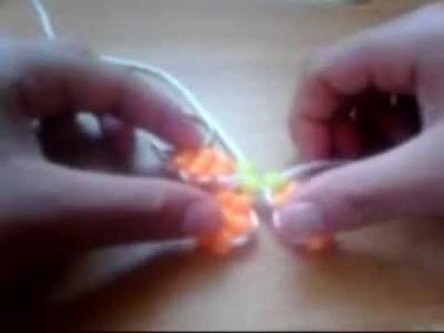 Como hacer una flor con cuentas de colores
