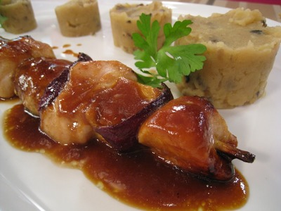Brochetas de pollo con miel y limón. recetas de brochetas