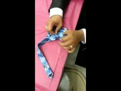 Tutoría de hacer un moño con una corbata