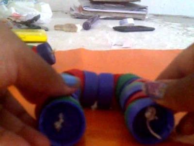 Muñecos de tapas de gaseosas reciclando