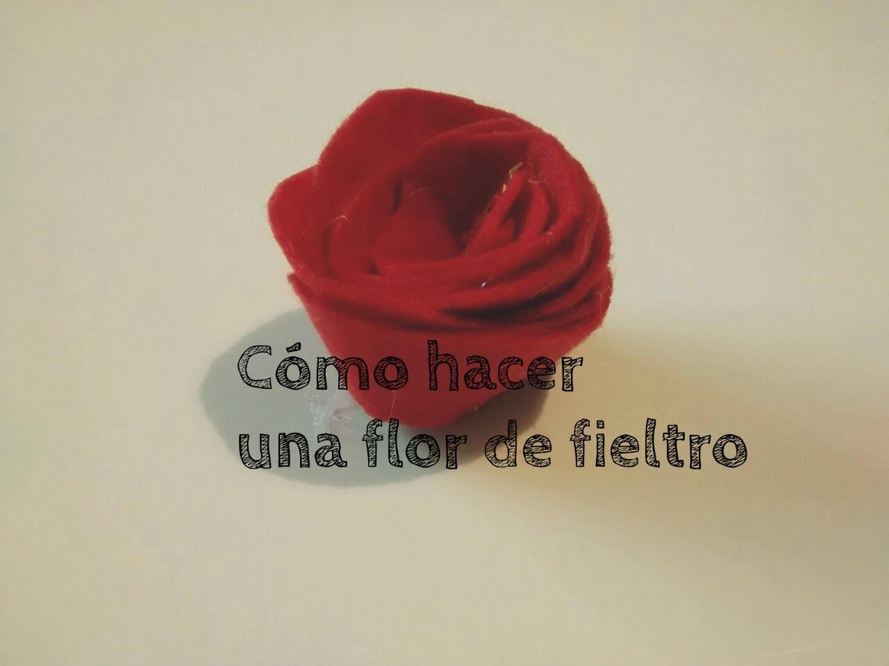 Cómo hacer una flor de fieltro - How to do a flower of felt - Ahorradoras.com