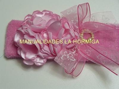 Balacas decoradas con flores en tela satin para el cabello de las niñas