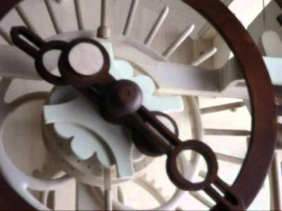 Reloj de madera péndulo de torsión