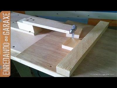 Carro de escuadrar con la sierra de calar de mesa. Jigsaw table crosscut sled