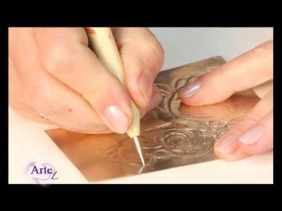 Cómo hacer el repujado en estaño para el marco de un portaretrato