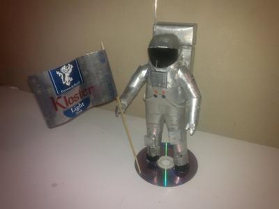 Astronauta hecho con latas de aluminio tutorial