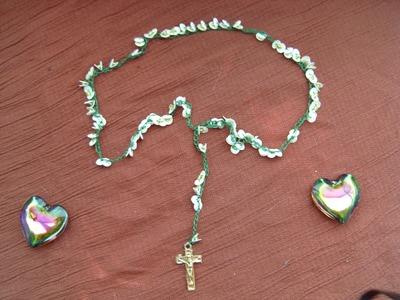 DIY Cómo hacer un rosario tejido con lentejuelas, precioso