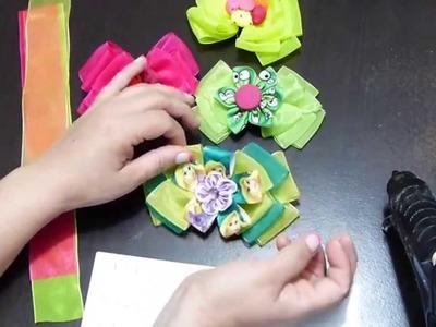 Moños elaborados con cinta organza ancha para el cabello.with organza ribbon bows