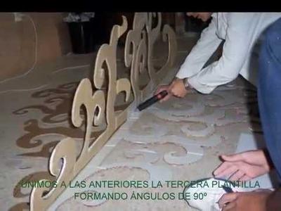 ÁRBOL NAVIDEÑO CON MATERIAL RECICLADO