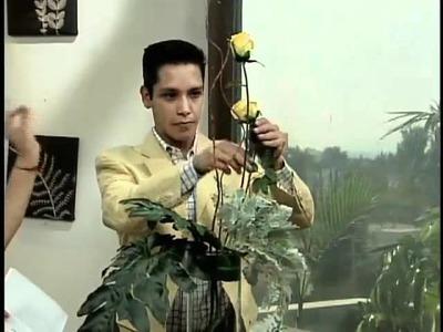 Cómo hacer un arreglo floral con rosas y anturios - Mujer de Hoy C7