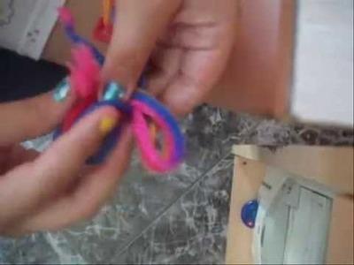 Manualidad.pulsera de lana. luciitalawapa