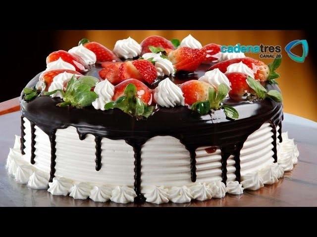 Receta de como preparar y decorar un pastel de fresas sin hornear. Receta de pasteles. Repostería