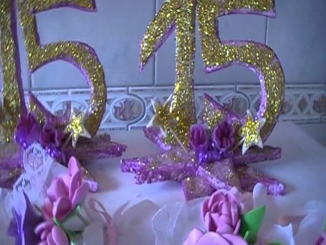 Souvenirs de 15 años y adornos de mesa