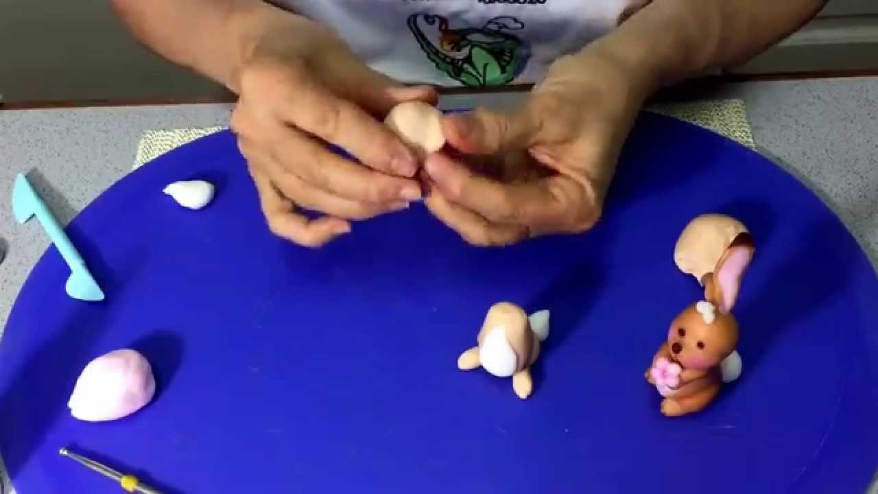Conejito modelado a mano. Polymer  Clay rabbit.