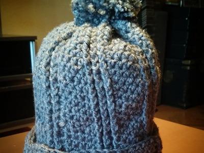 Gorro crochet con pompon.