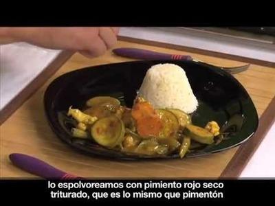 Cacerola de verduras con pollo al curry [